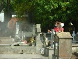 Campaña contra el Dengue. Fumigar Cementerios.