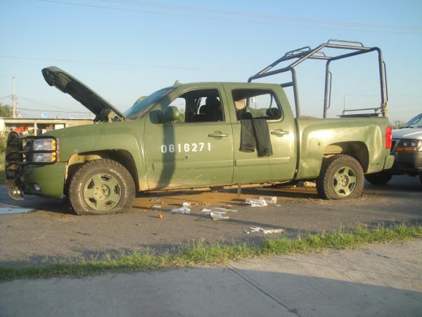 Balacera en los guerra tamaulipas- FOTO troca clonada de la SEDENA. L_4fefc3e1fdae48b6a2e5f7c172fef5ae