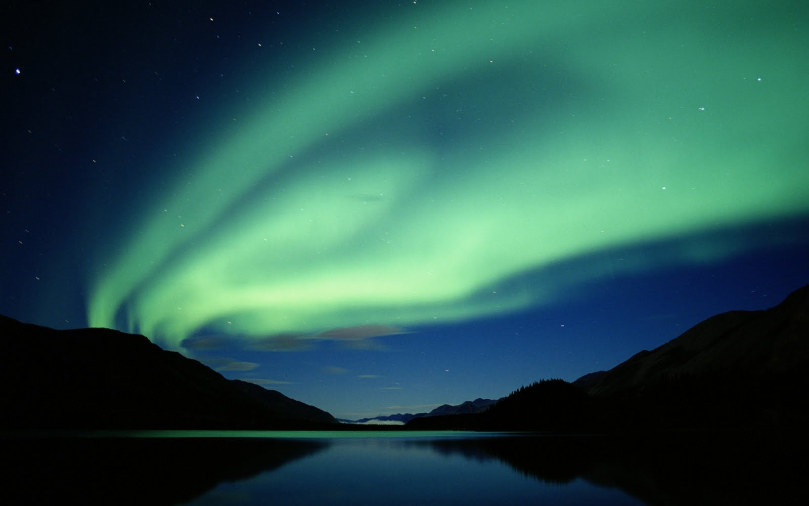 http://4.bp.blogspot.com/_Zw41kxI2akg/TGJE2cp6nTI/AAAAAAAACsM/l_RWvsHONFA/s1600/Aurora_Boreala.jpg