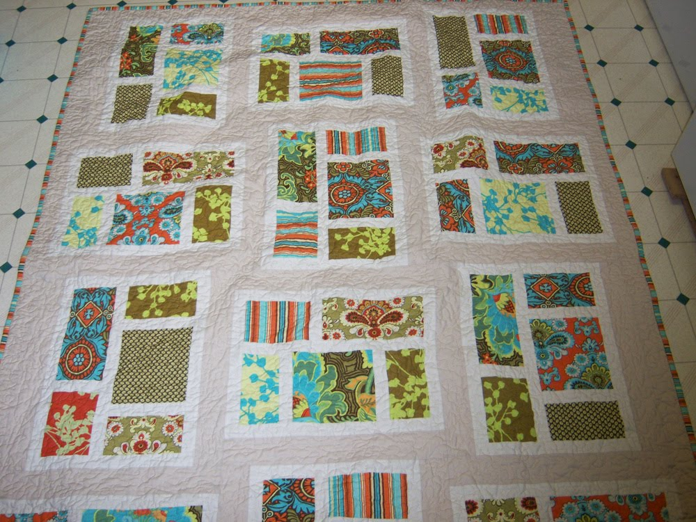 Amiej designs kitchen window quilt for Kitchen quilting ideas