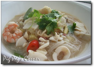 http://www.pigpigscorner.com/2008/08/tom-yum-talay-hot-sour-thai-seafood.html