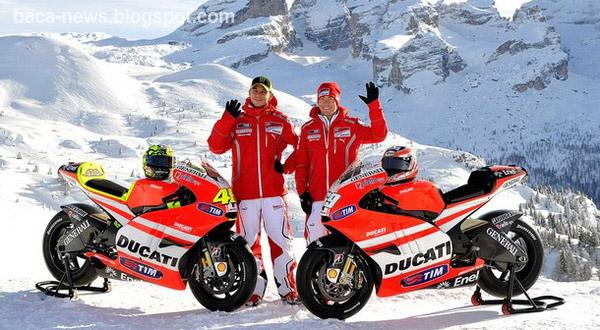 Rossi Ducati 2011 | Valentino Rossi & Nicky Hayden saat memperkenalkan motor Baru Ducati di 2011