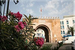 La Puerta de Francia, en la plaza de la Victoria