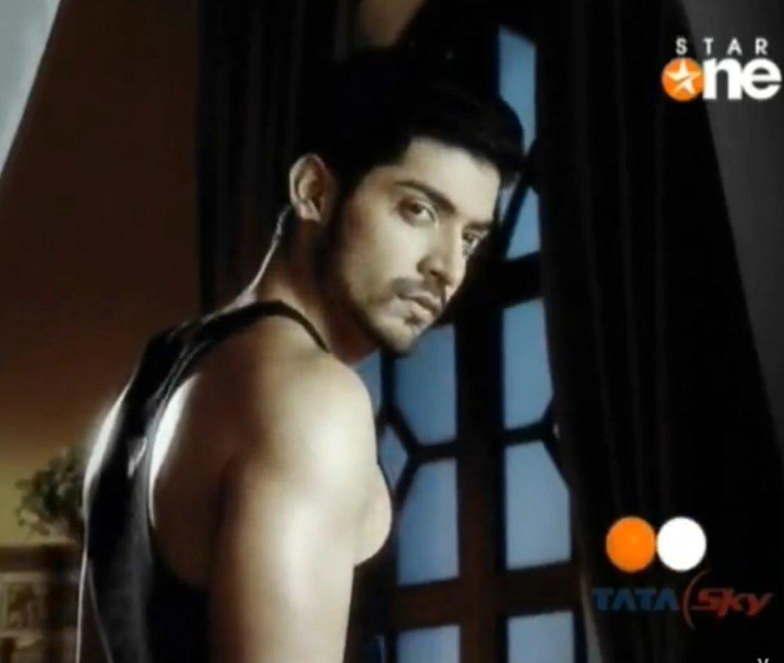 Dare to bare : Hot Indian TV Actors : Arjun Bijlani