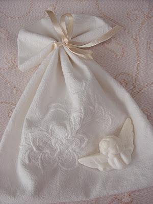 woreczek na bieliznę, haftowany