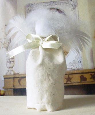 biały aniołek na choinkę