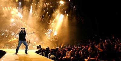 AC/DC: curent alternativ, fascinaţie continuă. Zeii australieni ai rockului, faţă în faţă cu românimea