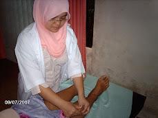 Acupuncturist Wanita (Pengamal Akupuntur Wanita)