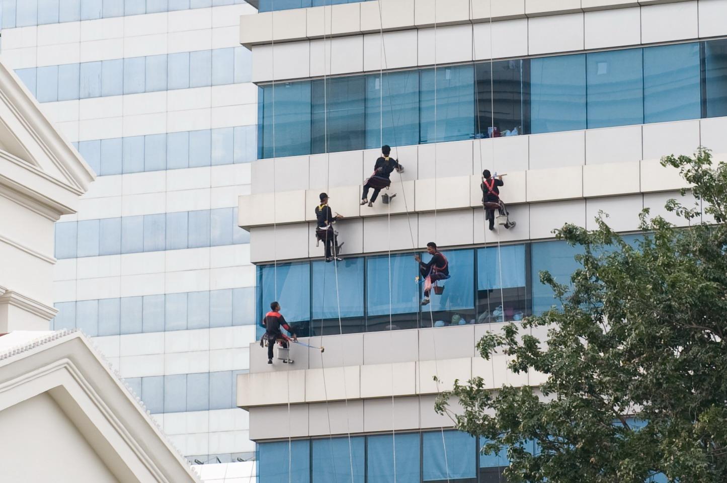 [090527+flying+window+cleaners.jpg]