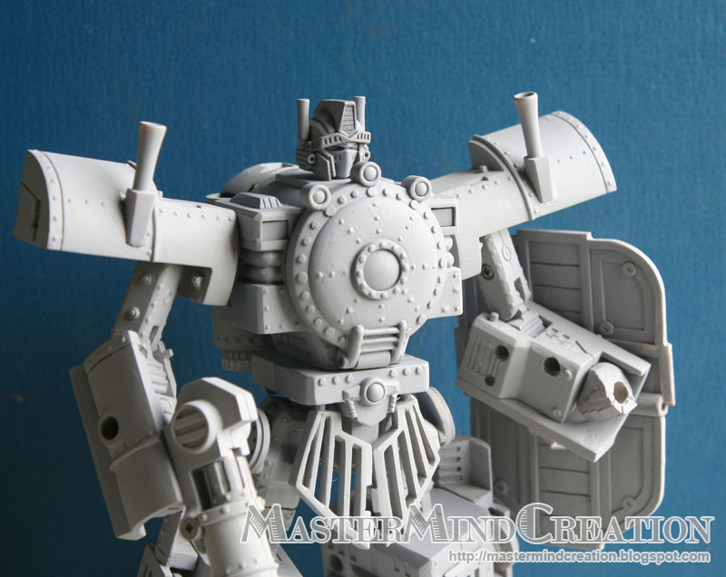 [Mastermind Creations] Produit Tiers - Knight Morpher - aka BD TF d'IDW Hearts of Steel Fist