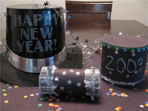 new years kids crafts, eco-friendly new years eve crafts, new years crafts for kids, green crafts, noise makers, make your own noise makers, noise makers made out of toilet paper rolls, time capsules, new years time capsules, make your own time capsule, 2009 time capsule