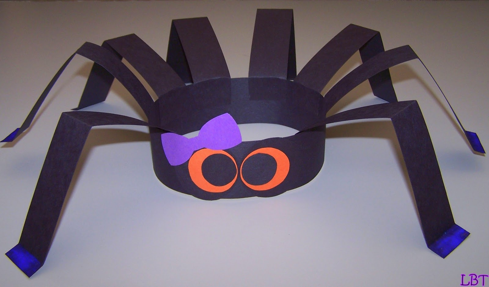 31 easy halloween crafts for preschoolers thriving home - Halloween Crafts At Home