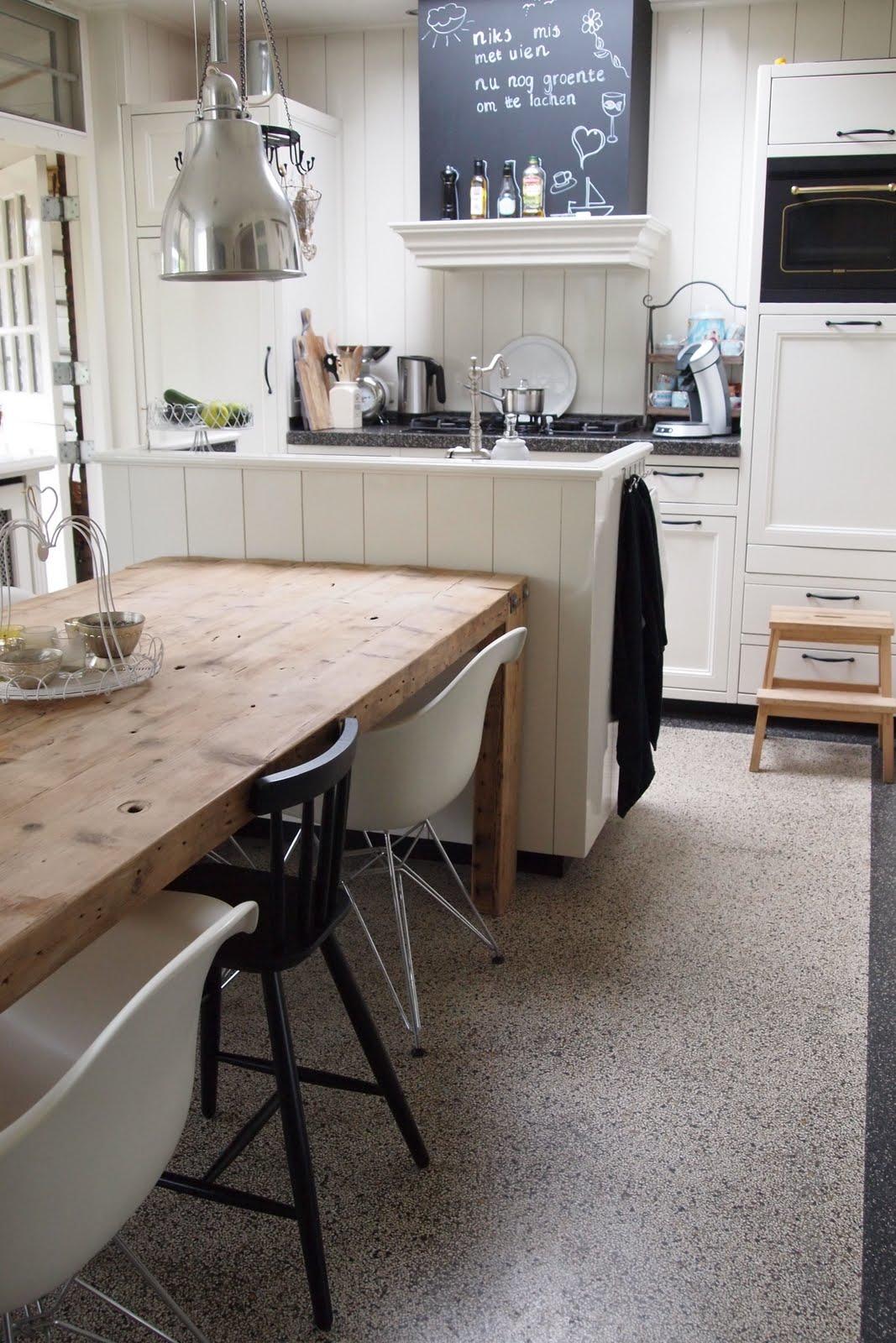 In ons huis puntje van de actielijst de keuken opnieuw schilderen - Tafel lang eiland huis van de wereld ...