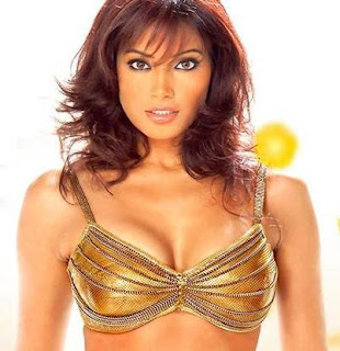 Hot boobs of Bipasha Basu