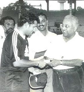 Sachin Tendulkar Getting a trophy