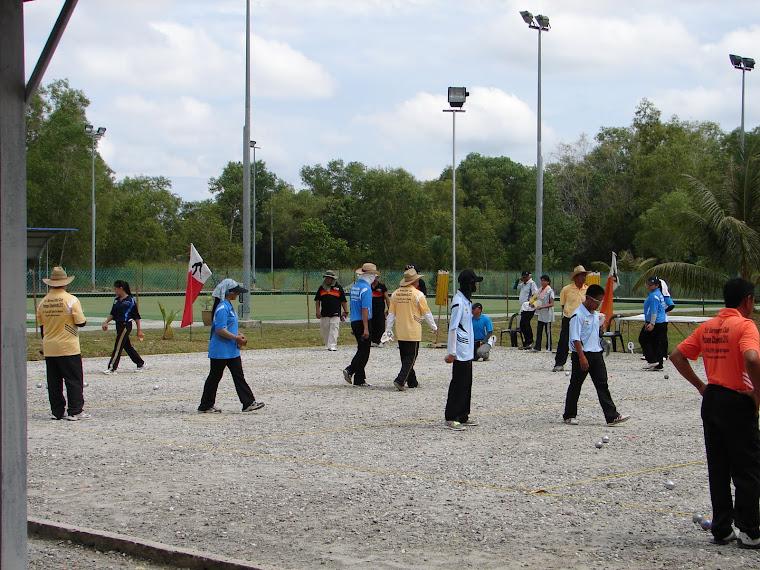 Di Gelanggang Petanque (Semasa Perlawanan Dijalankan-17hb Julai 2010))