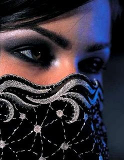 http://4.bp.blogspot.com/__BdubNlqYtE/SLXIewIVtnI/AAAAAAAAA-Q/qo_XpL2Tqq0/s400/algerian_women.jpg