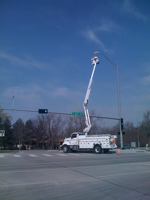 street-light-bulbs-chaning-Cherry-Picker