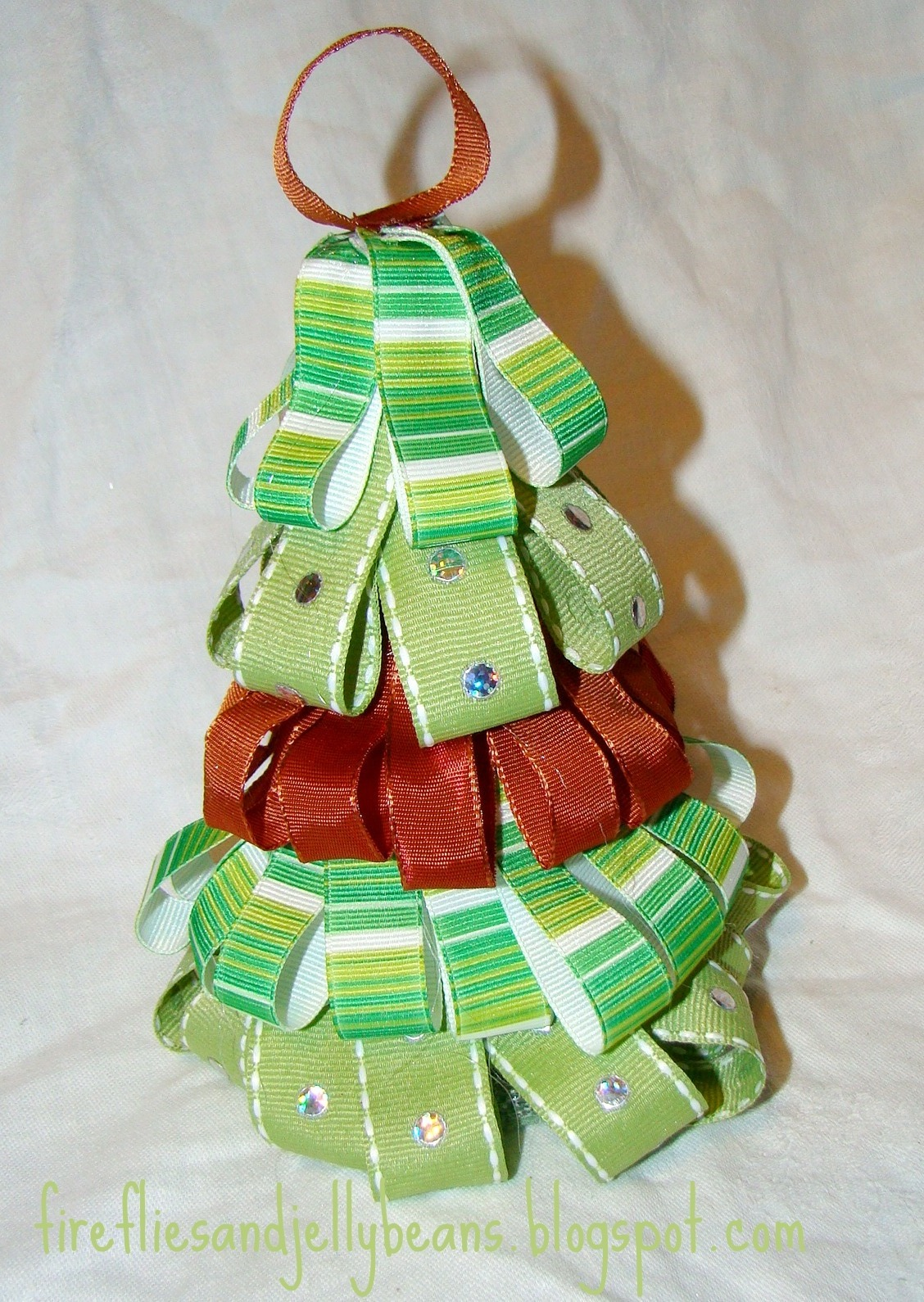 Fireflies and jellybeans post of christmas past easy for Using ribbon on christmas tree