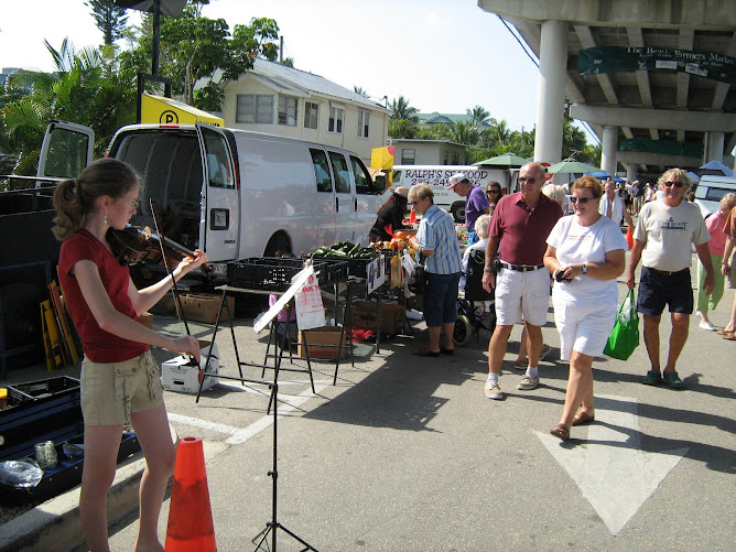 Rheannon busking at the Fort Myers farmers' market.