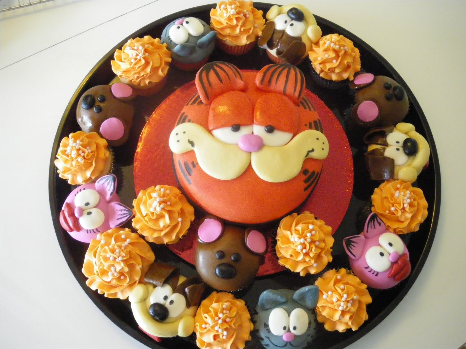 Garfield Happy Friday Cake Ideas and Designs