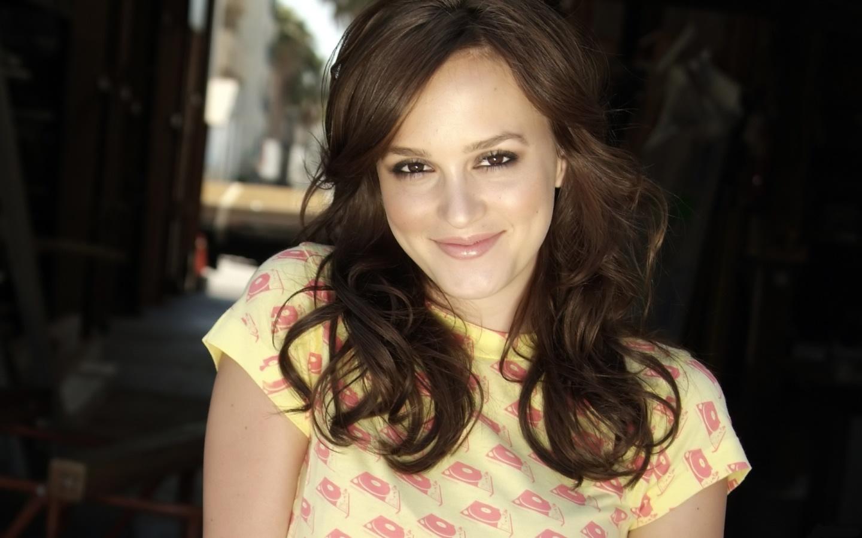 http://4.bp.blogspot.com/__EVRXp795OA/TQePOBanXfI/AAAAAAAABsg/Teurd5w33Ds/s1600/1245915774_1440x900_leighton-meester-female-celebrity.jpg