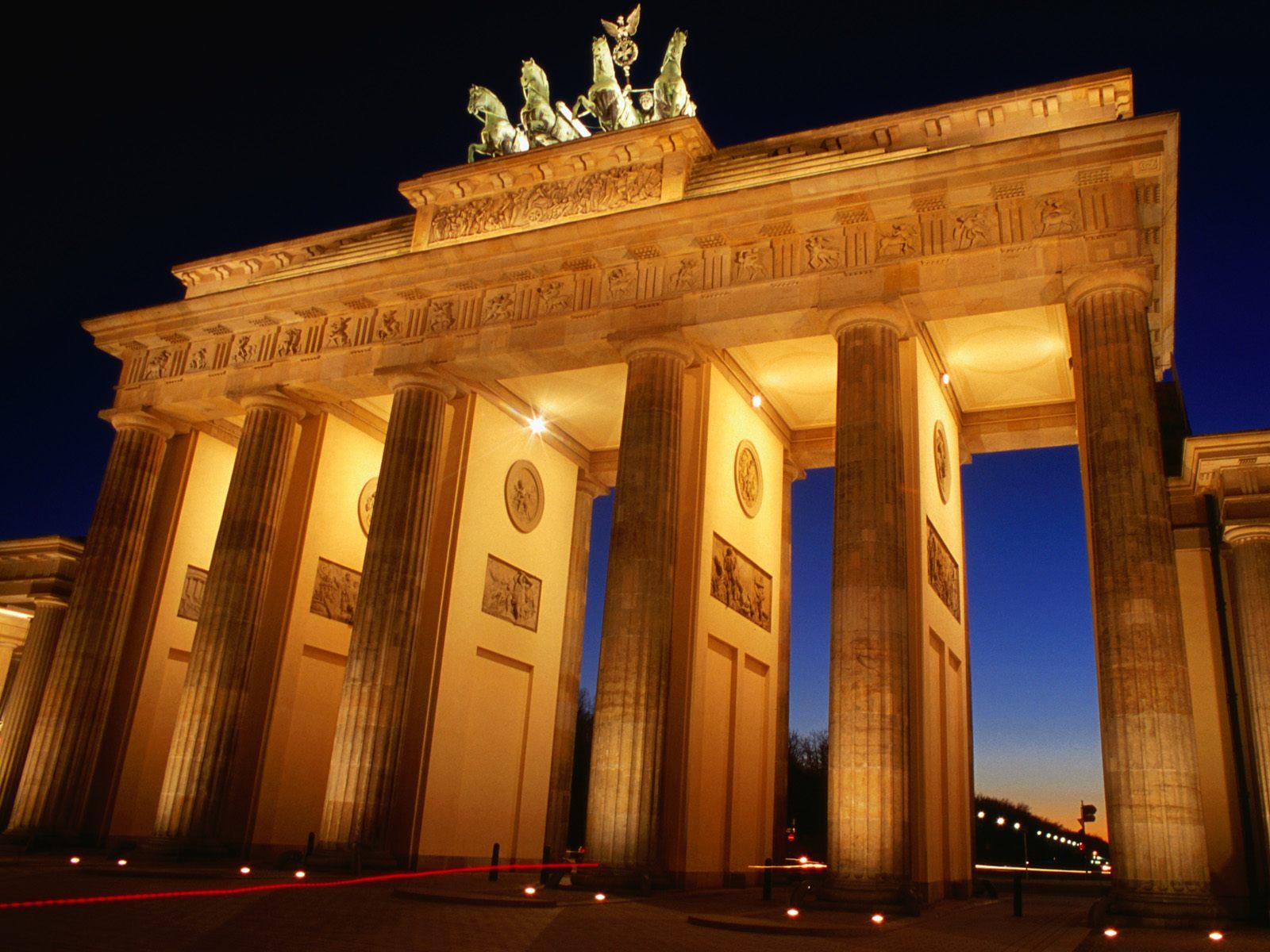 http://4.bp.blogspot.com/__EiwQgMrUn0/TEFHRdrremI/AAAAAAAAAD0/z-dm6kuBJCU/s1600/Brandenburg_Gate_at_Dusk_Berlin_Germany.jpg