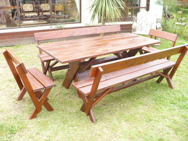 La madera y sus creaciones mesa para barbacoas for Mesas de madera para jardin