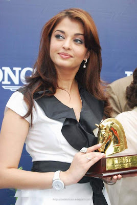 Aishwarya Rai Latest Romance Hairstyles, Long Hairstyle 2013, Hairstyle 2013, New Long Hairstyle 2013, Celebrity Long Romance Hairstyles 2387