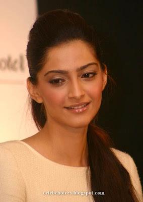 3 - Sonam Kapoor at Filmfare Awards Press Conference