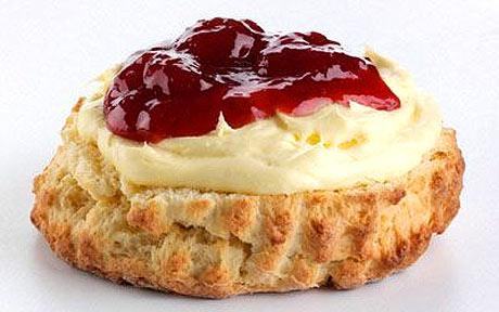 Lindaraxa: Sour Cream Scones With Strawberry Almost-Jam