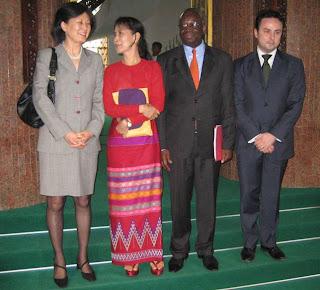 >Aung San Suu Kyi Met with UN Officials