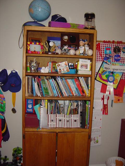 Organizing a bookshelf | Organizingmadefun.com