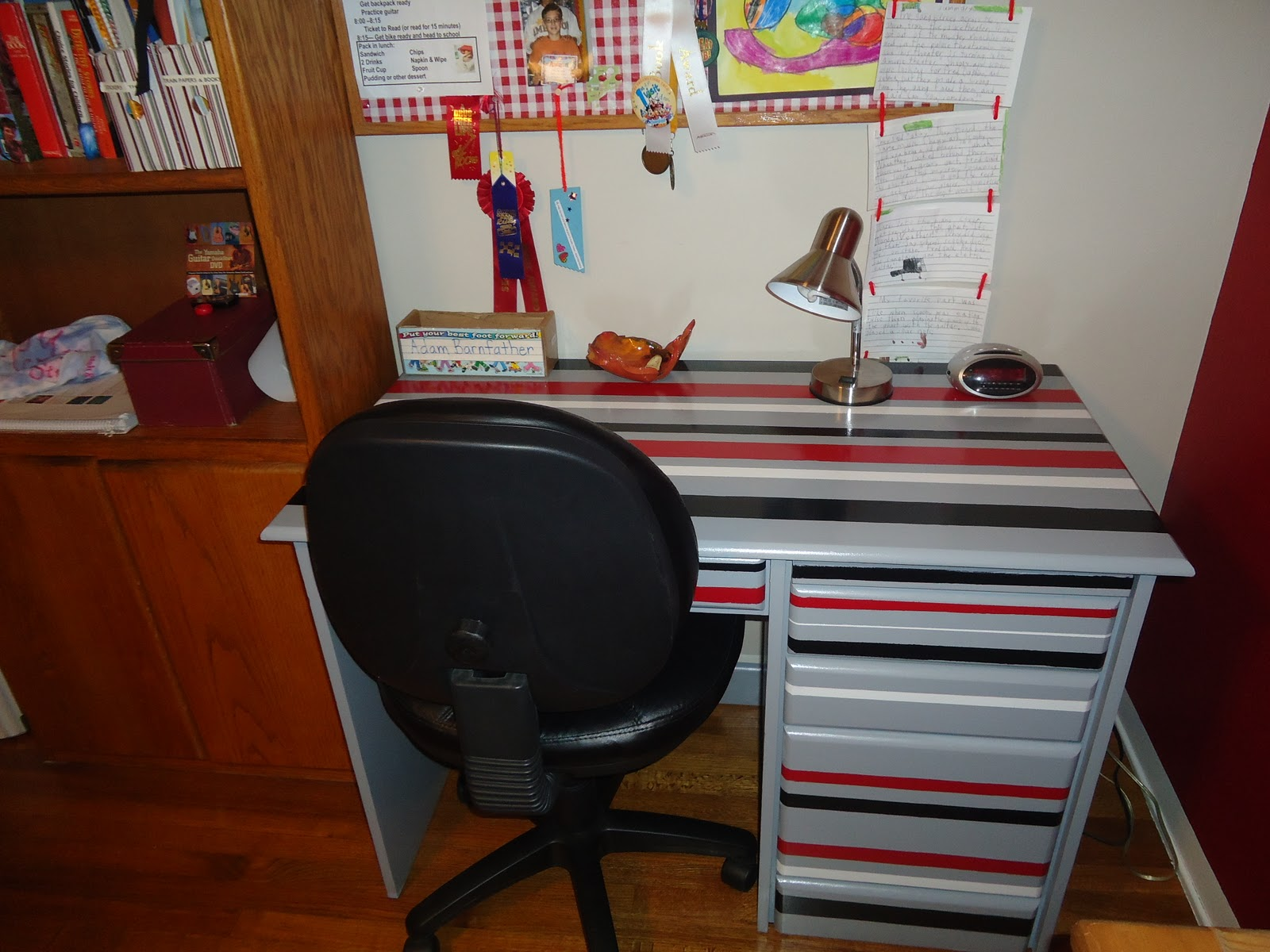 Boy Organized Desk 1600 x 1200