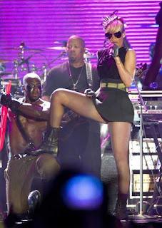 Rihanna-Dance-Tel-Aviv-3