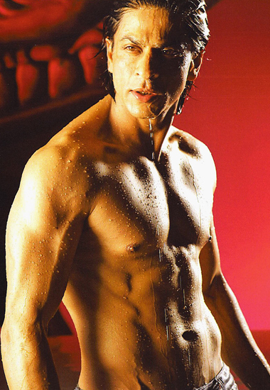Shirtless Shahrukh in Om Shanti Om in Darde Disco