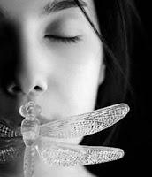silêncio,menina de olhos fechados,borboleta