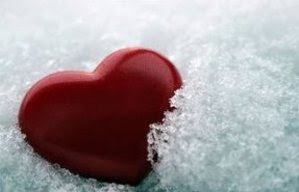 coração vermelho no gelo