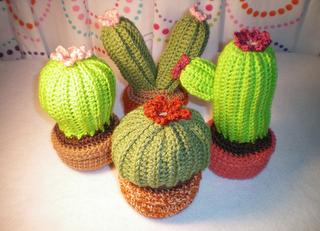 2000 Free Amigurumi Patterns: Crochet Cactus Garden