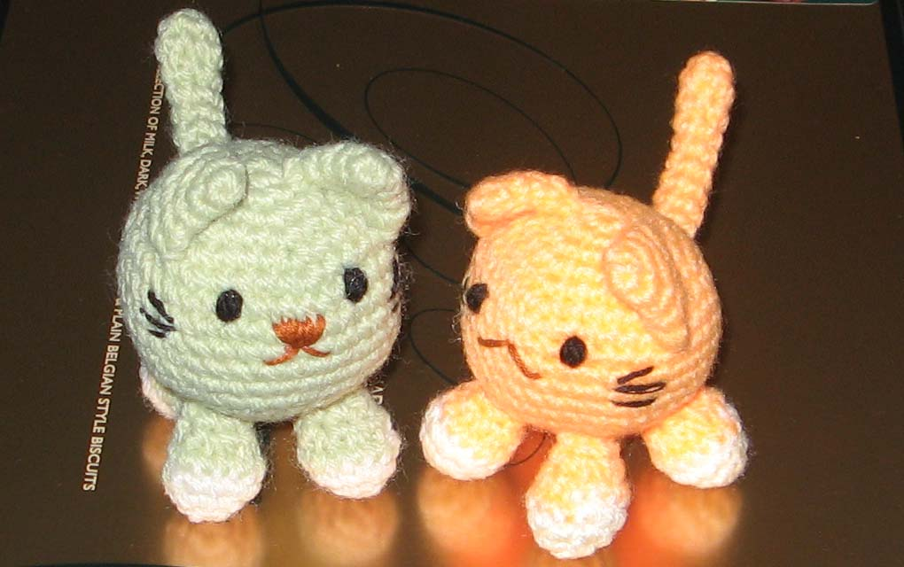 Free Crochet Patterns Cat : 2000 Free Amigurumi Patterns: Little fat cat ballball