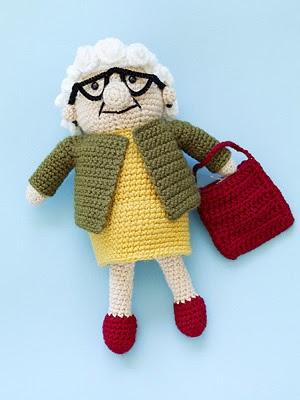 2000 Free Amigurumi Patterns: Crochet Lola doll