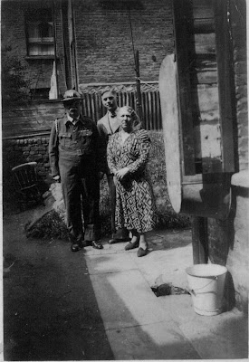 Henry David & Beatrice Minnie Dent née Dengate, with their son Reg