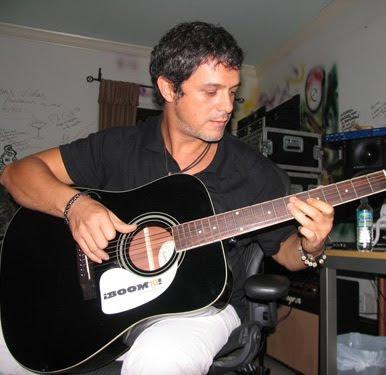 Algunas viejitas y nuevitas - Página 2 Alejandro_sanz_guitarra