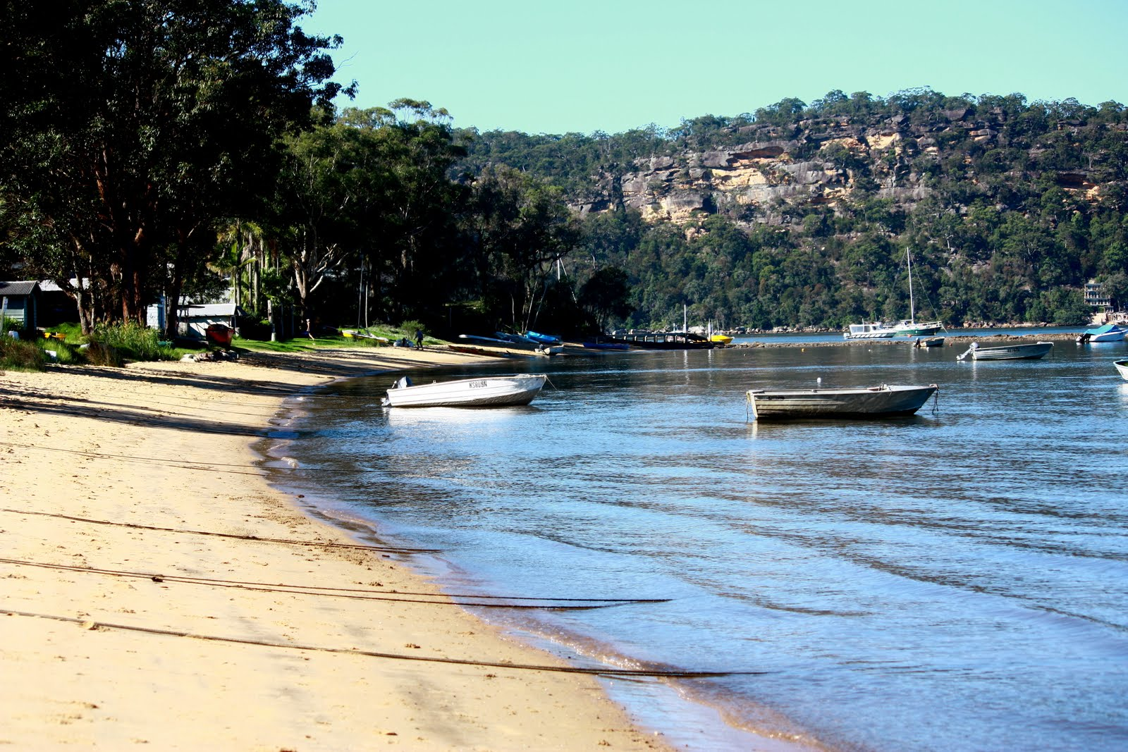 the secret river The secret river, written by kate grenville in 2005, is a historical novel about an early 19th-century englishman transported to australia for theft.