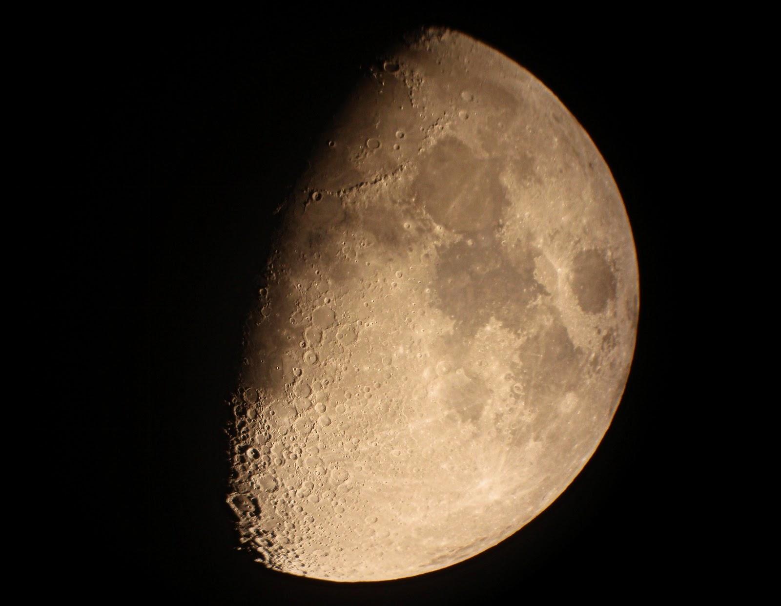La Luna en cuarto creciente | Astronomia, Fisica y Misiones Espaciales