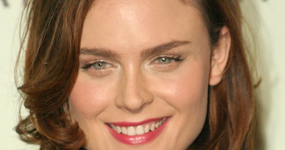 Look At Her Beautiful Face: Look At Emily Deschanel ...