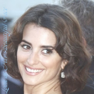 Penelope Cruz Beautiful Face and Her Thick Eyebrows