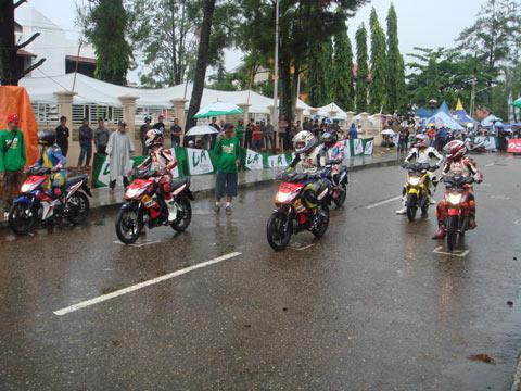 Foto Motor Balap