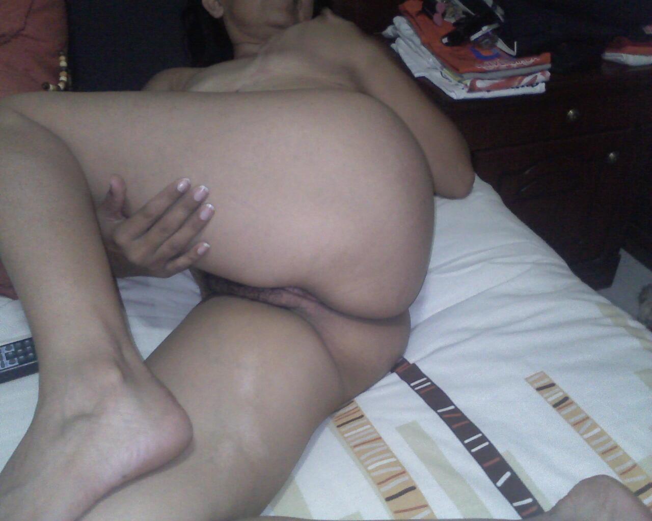 MI ESPOSA CACHONDA Y SEXY LE - FOTOS PORNO