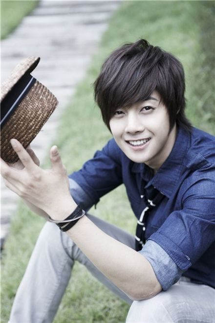 And know he holds an important role as Baek Seung Jo which is a clever boy